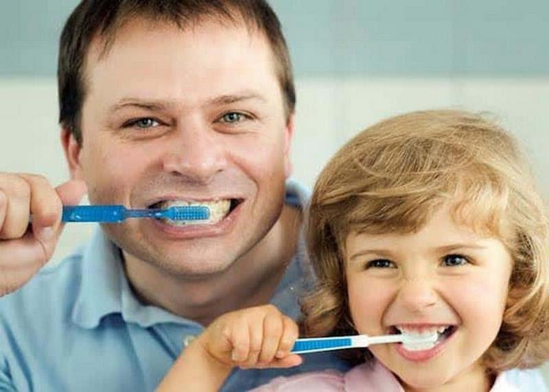 Đánh răng là cách làm trắng răng đơn giản nhất